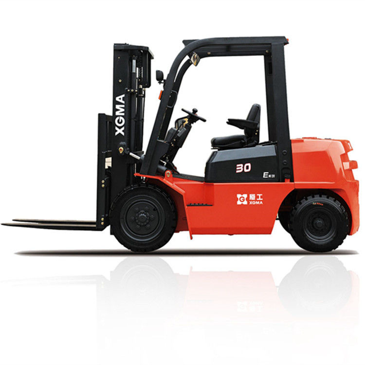 3 Stage Forklift Truck Diesel 3000kg Rated Capacity With 180 Degree Rearview Mirror